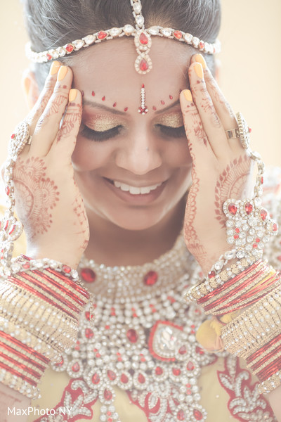 indian bride makeup,indian bridal mehndi,indian bridal jewelry