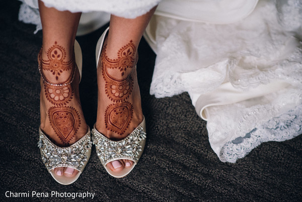 indian bridal mehndi,indian wedding shoes,indian bride ceremony fashion