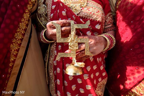 indian wedding baraat,baraat elements,indian sari
