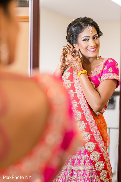 indian wedding mehndi,indian bride makeup,bridal tikka