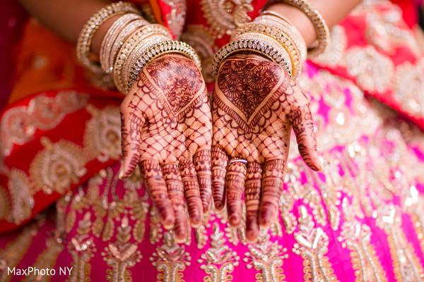 mehndi art,bride bangles,indian bride ceremony fashion