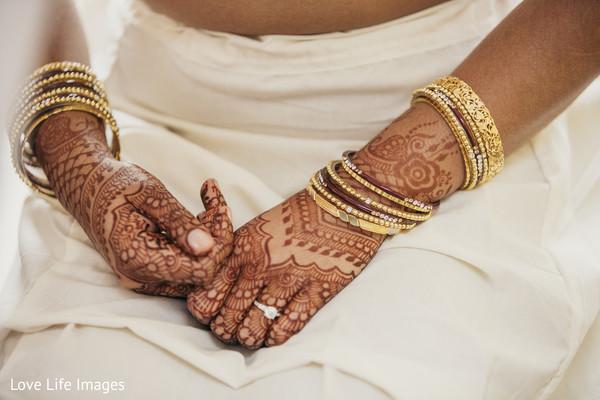 bride bangles,indian wedding henna,indian bridal mehndi
