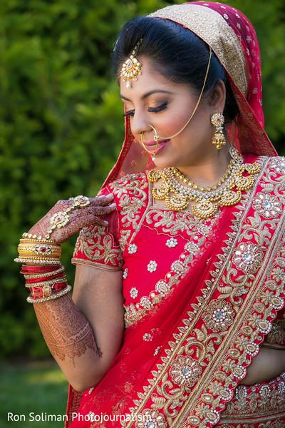 indian bride,indian bridal fashions,indian wedding portrait