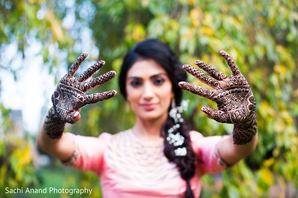 indian bride,indian bridal mehndi,indian wedding mehndi party,indian wedding henna