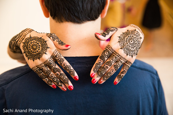 indian bride,indian bridal mehndi,indian wedding mehndi party,indian wedding portrait