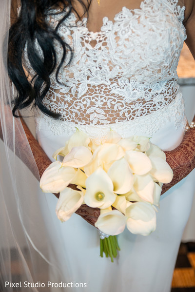 indian bride,indian bridal bouquet,indian wedding photography