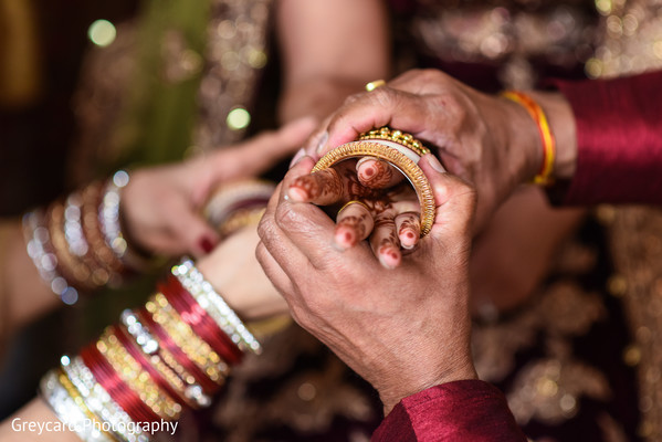 indian bride,indian wedding jewelry,indian bride getting ready