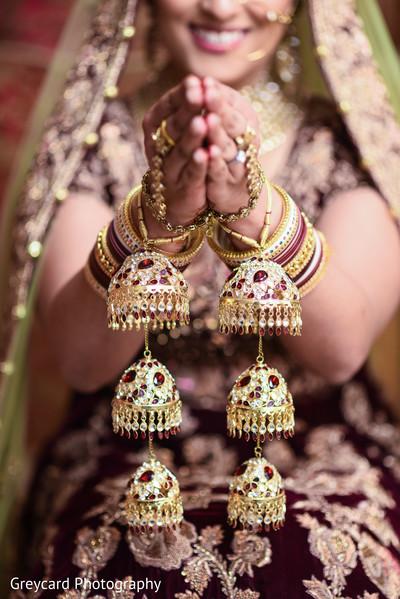 indian bride,indian wedding jewelry,indian bride getting ready,indian bridal fashions,kaleera.