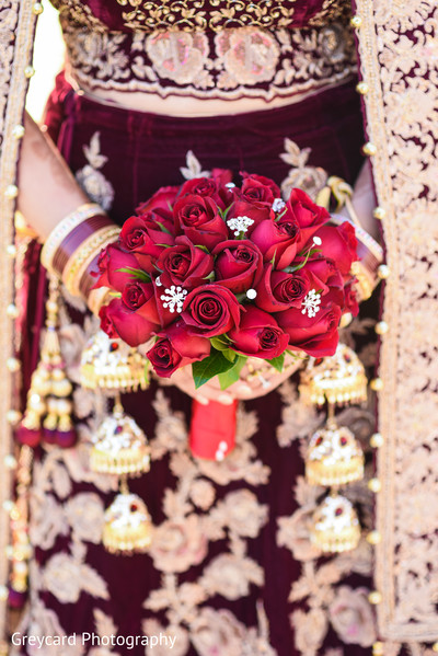indian wedding photography,indian bride,indian bridal bouquet