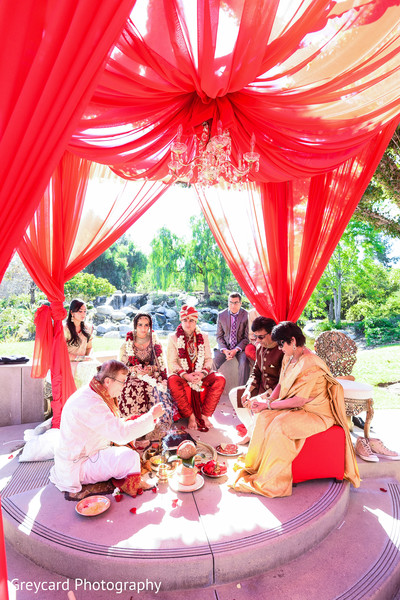 indian wedding photography,indian bride,indian groom,indian wedding mandap