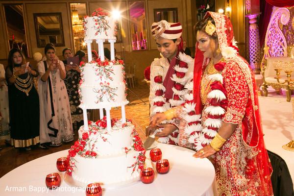 cutting the cake,indian wedding cakes,wedding cake cutting