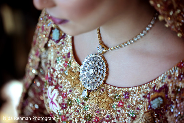 indian bride,indian bridal jewelry,indian wedding portrait
