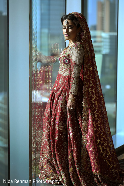 indian bride,indian wedding portrait,indian wedding lengha,indian bridal fashions