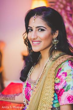 indian bridal mehndi,indian wedding henna,indian wedding mehndi party,indian bride