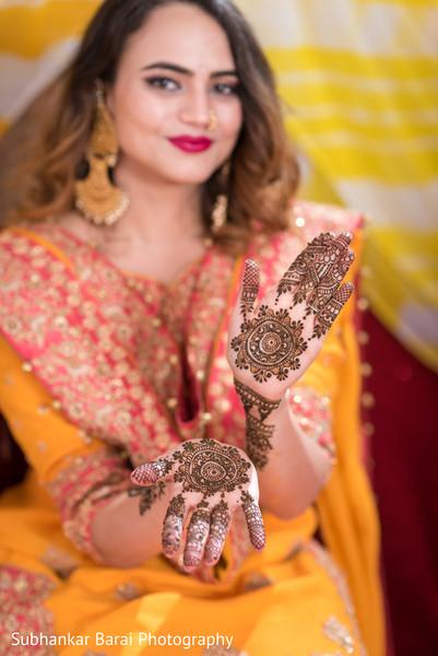 Gorgeous bridal henna design.