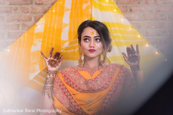 Mehndi party photography.