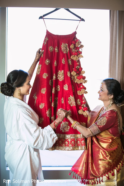 indian wedding lengha,indian bridal lengha,indian bridal fashions,indian bride getting ready