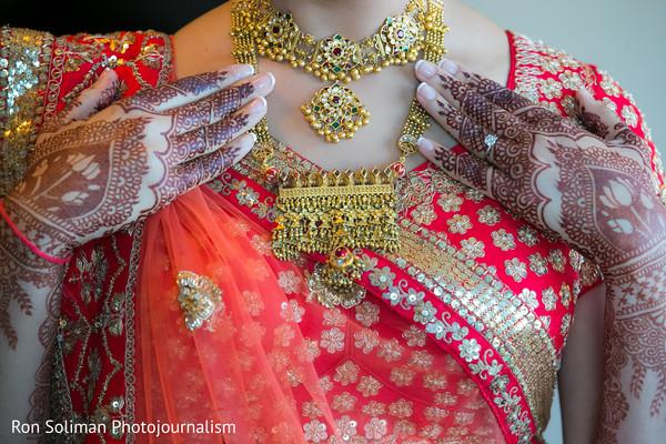 bride jewelry set photography,indian bridal jewelry,indian wedding mehndi