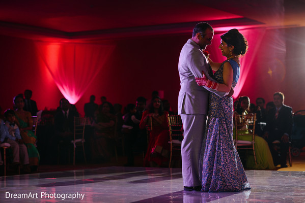 indian wedding photography,indian bride reception fashion,lightning