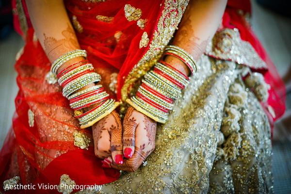 indian bride,indian wedding jewelry,indian wedding mehndi