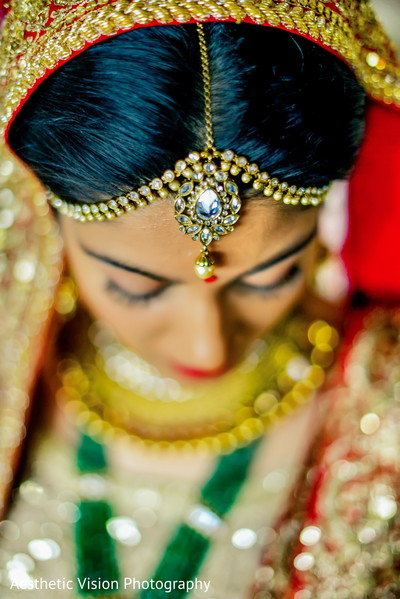 indian bride,indian bridal jewelry,tikka