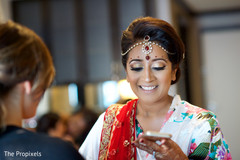 indian bride getting ready,indian bridal fashions