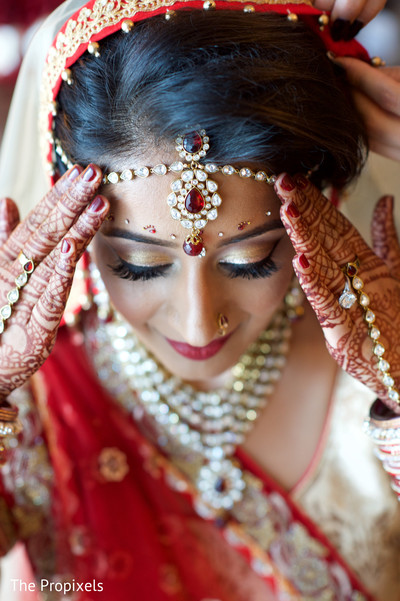 Bridal makeup inspiration in Rockwall, TX Indian Wedding by The Propixels