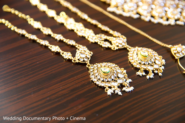 Indian bride jewelry set photography