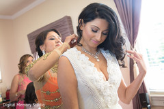 indian bridal jewelry,indian bride getting ready,indian bride ceremony fashion