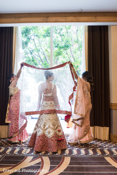 indian bride getting ready,indian bride,dupatta,indian bridal fashions