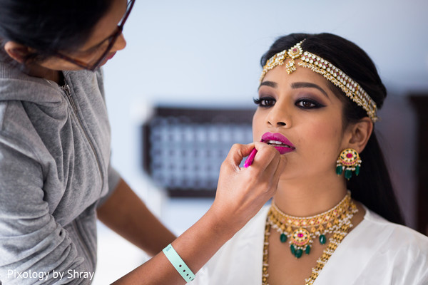 indian bride getting ready,indian bridal hair and makeup,indian bridal jewelry