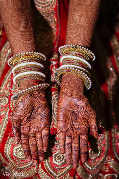 indian bride,indian wedding mehndi,indian bridal jewelry