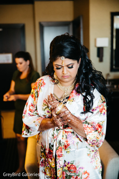 mehndi,bride bangles,indian bride getting ready