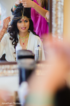 getting ready,bridal jewelry,hair and makeup