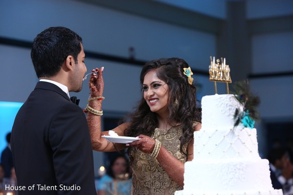 wedding cake,cake cutting ceremony