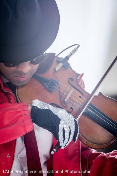 Themed violinist