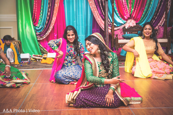 indian bridesmaids,indian bridal mehndi