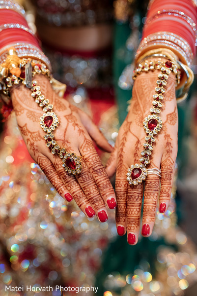 bridal jewelry,indian bride jewelry,mehndi