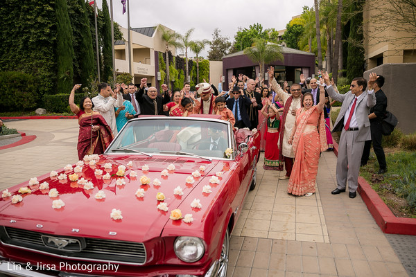 indian wedding photography,indian groom,baraat,transportation