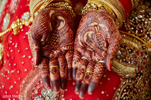 mehndi art,bridal jewelry,indian bride ceremony fashion