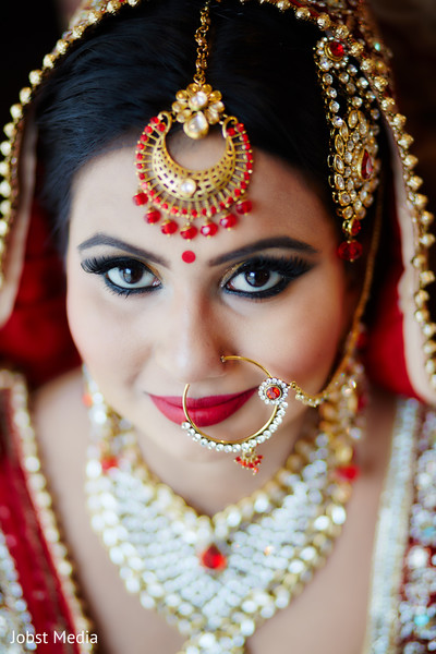 indian bridal makeup,indian bride portrait,bridal jewelry