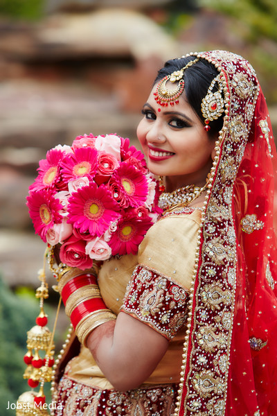 indian bride portrait,indian bridal makeup,indian bridal bouquet