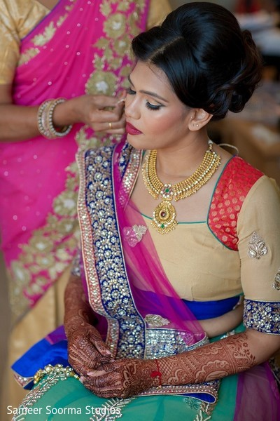 indian bride,getting ready,indian bridal makeup,bridal fashion