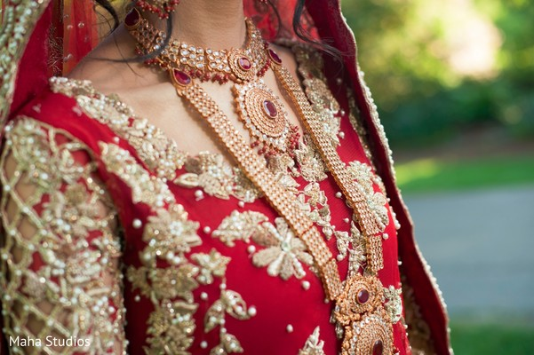 indian bride lengha,indian bride portrait,outdoor photography