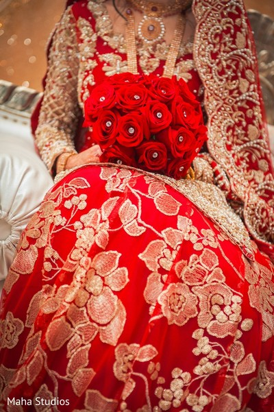 indian bridal bouquet,indian bride reception fashion,indian bride portrait