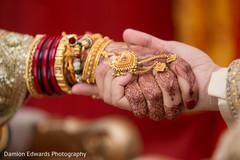 indian bridal mehndi,bride bangles,indian wedding gallery