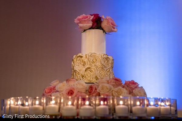 indian wedding reception,wedding cake