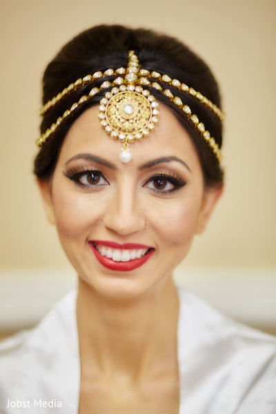 indian bride hair and makeup,bridal tikka,indian wedding photography