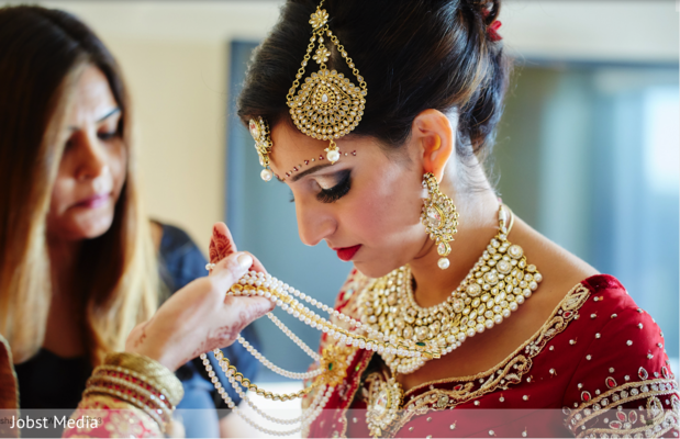 indian bride getting ready,indian bride accessories,haar