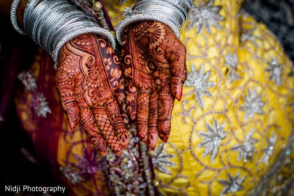 mehndi art,bride bangles
